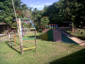 Speeltuin kindertehuis Hawai te Sentani Jayapura, Papua Indonesia